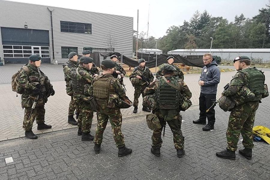 defensie groep buiten